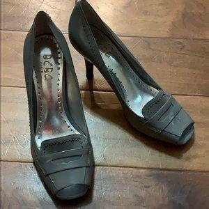 "BCBG 2"" grey patent leather, open toe heels (sz 6)"